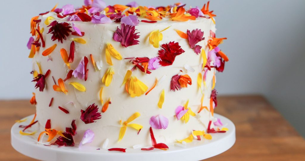 25 Edible Flowers For Cakes